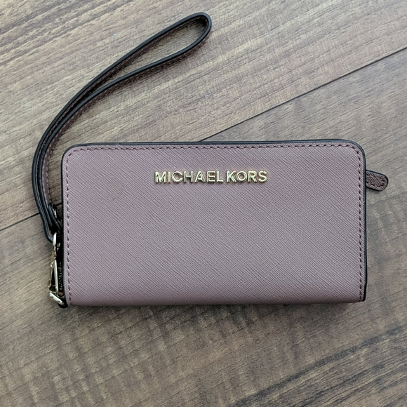 Michael Kors Handbags - Michael Kors Wristlet Phone Card Wallet